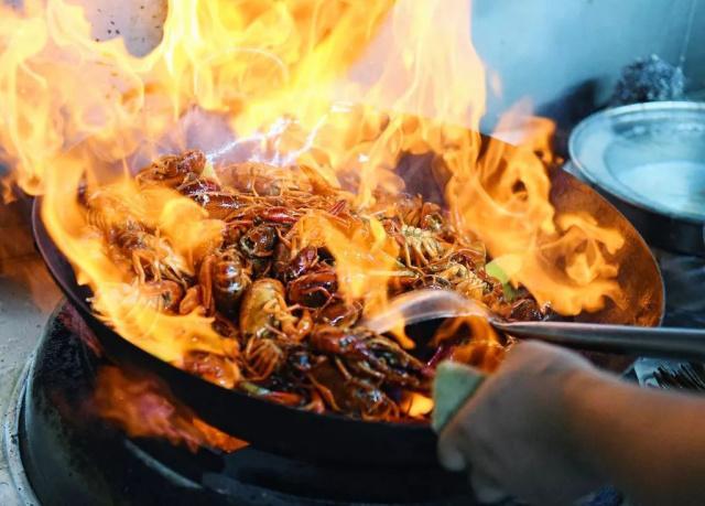 """即食小龙虾是如何变成""""夜宵之王""""的?"""